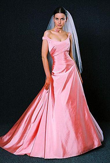 Розовые вечерние платья разных оттенков: персикового, лавандового, кораллового, фуксии - это безусловный шик и